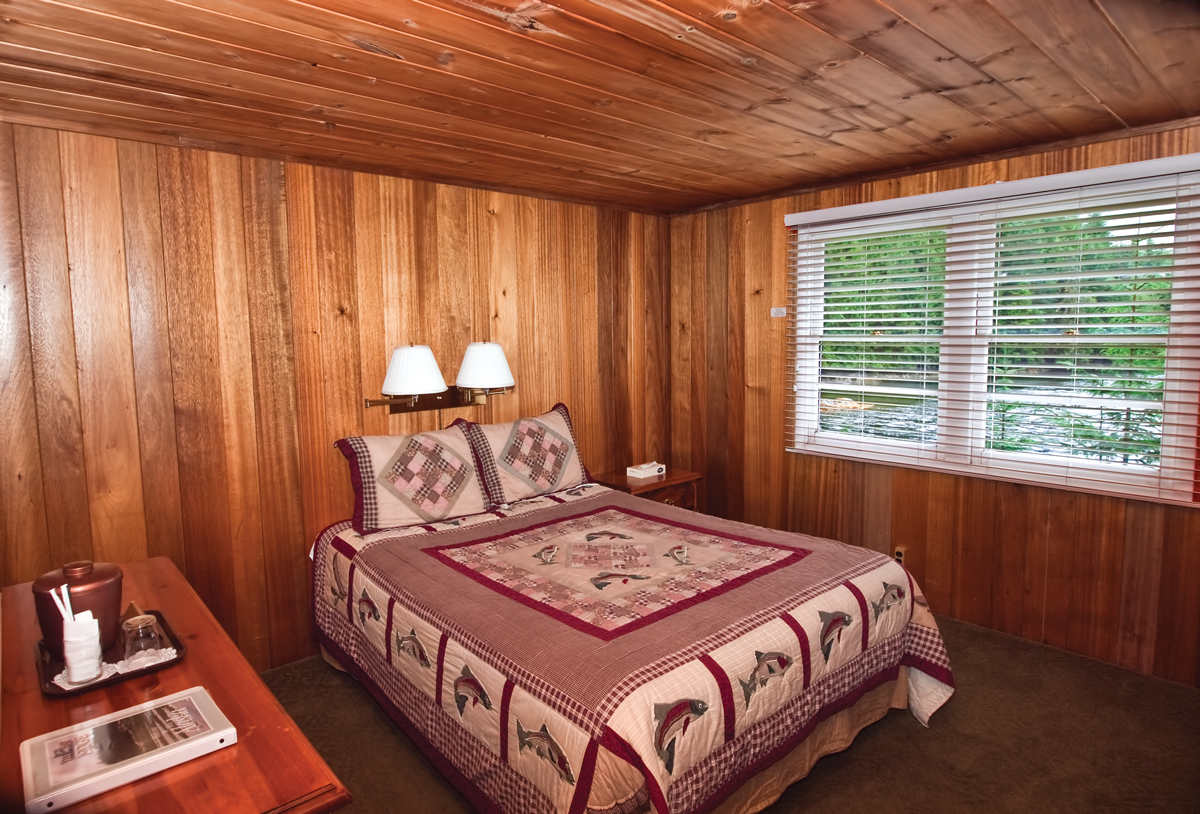 Yes Bay Lodge Single Queen Bedroom