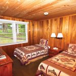 Yes Bay Lodge Twin bedroom